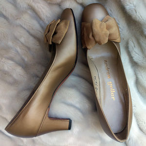 VINTAGE 1960s UNUSED Gold leather pumps 8 Narrow🔥
